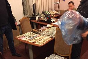 """Військовий комісар Тернопільщини, який """"погорів"""" на хабарі, може вийти під заставу"""