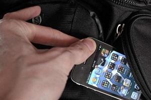 В магазині у Бережанах вкрали телефон