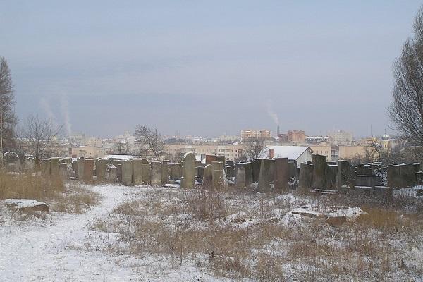 Містична прогулянка по закинутому єврейському цвинтарю