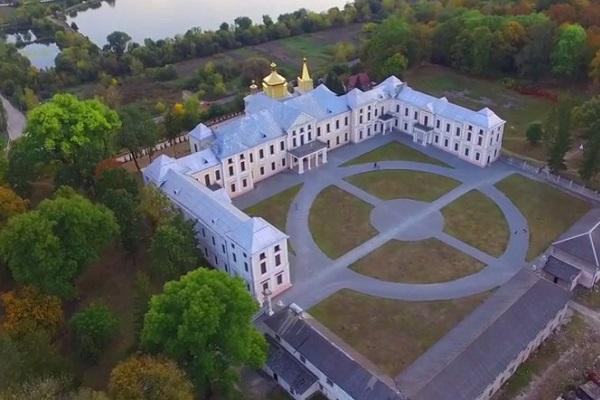 Унікальне відео Вишнівецького палацу з висоти пташиного польоту