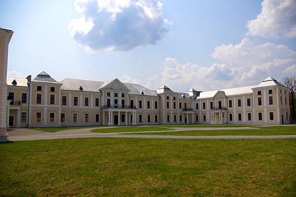 Неповторний Вишнівецький палац показали з висоти пташиного польоту (Відео)