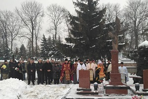 Пам'ять загиблих Героїв Тернопільщини вшанували на Микулинецькому кладовищі (Фоторепортаж)