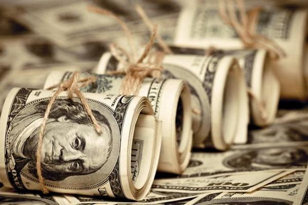 Днями на «чорному ринку» долар вартував майже тридцять гривень