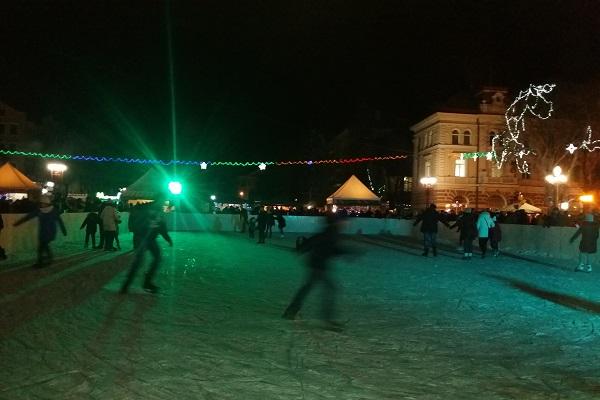 На ковзанці, яку облаштували у центрі Тернополя, покатались понад 5 тисяч відвідувачів