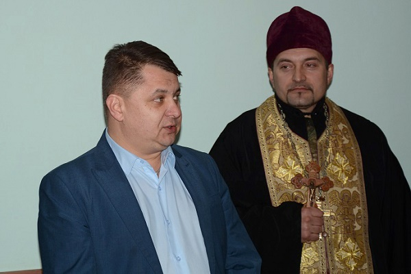 Спільно із військовослужбоцями  розділив  святу вечерю очільник Тернопільської облради Віктор Овчарук (Фото)
