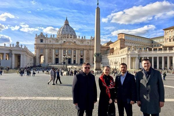 Ігор Гуда везе з Ватикану Нерукотворний образ Христа (Фото)