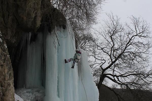 Замерзлі водоспади Тернопільщини – унікальна туристична зимова родзинка нашого краю (Фото)