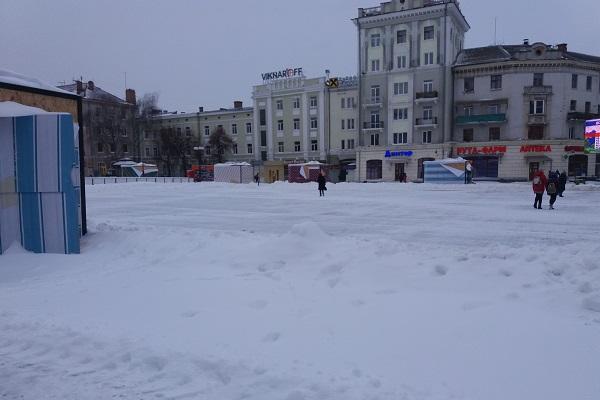 Ранковий Тернопіль у снігових заметах (Фото)