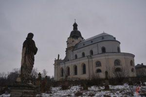 Селище на Тернопільщині славиться розкішним храмом, палацом та міні-водоспадом