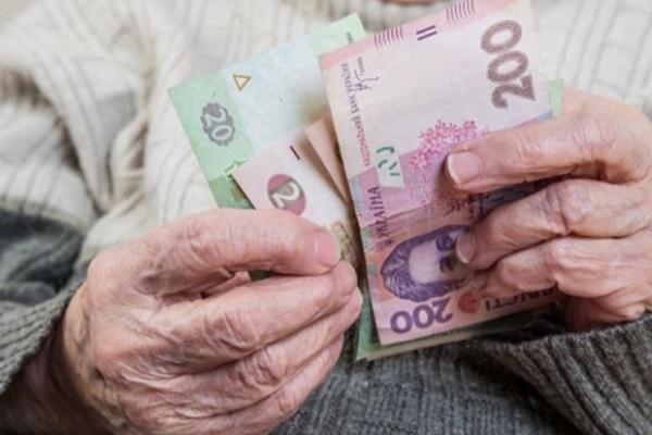 Шахраї безсовісно обдурили 91-річного дідуся