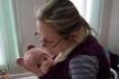 Вищий пілотаж: тернополянка з дитиною на руках робить операції (Фото)