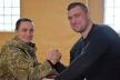 Тернопільські військові 44 бригади змагалися в армреслінгу з чемпіоном Світу Андрієм Пушкарем