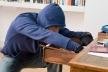 У Тернополі шукають чоловіка, який вкрав гаманець із квартири (Відео)