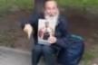 Поліція затримала в центрі Рівного пенсіонера з Тернопільщини з портретом Миколи II, який чекав на російські танки