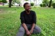 У центрі Києва на газоні живе пограбований і побитий іноземний викладач (Відео)