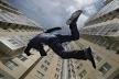 У Тернополі чоловік впав з багатоповерхівки (Фото)
