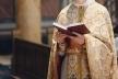 На Тернопільщині під церквою побилися люди та священики (Відео)