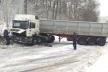 На Тернопільщині через необачність водія розвернуло вантажівку (Фото)