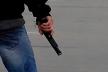 На тернополянку на дачі напав грабіжник з пістолетом