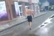 Тернопільський казус: центром пройшовся чоловік в шортах, з голим торсом і босий (Відео)