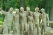 Борюкались у басейні з глиною - так розважались гончарі, розвага доступна для кожного (Фото)