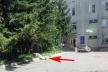 «Лежав прямо біля лікарні»: на Тернопільщині помітили чоловіка без ознак життя (Фото)