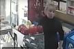 У Тернополі розшукують жінку, яка «обчистила» касу в магазині