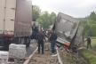 Біля Вишнівця підраховують збитки від аварії автопоїзда на новій дорозі