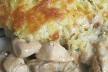 Смачна курка з грибами під картопляною шубкою