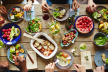 Вечеряти потрібно обов'язково: медики вказали 10 продуктів, які корисно їсти на ніч