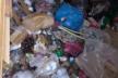 «А потім скаржаться на сморід»: тернополяни зривають заварені люки сміттєпроводів