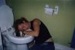 У Тернополі в туалеті рятували нетверезу жінку