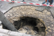 У центрі Тернополя дерево провалилося під асфальт