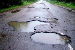 Тернополяни вимагають терміново ремонту дороги на вул. Достоєвського, бо там жах