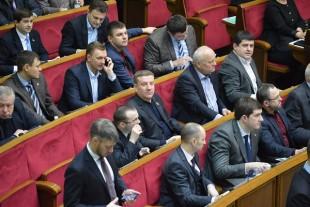 «Кабмін має затвердити перелік товарів, які можна возити через лінію розмежування», — парламентар Роман Заставний
