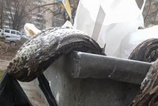 Гігантський удав у смітнику перелякав киян (Фото)
