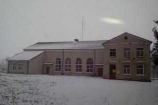 У будинку культури Великого Говилова встановили енергозберігаючі вікна з допомогою Миколи Люшняка