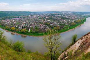 Мальовниче містечко Заліщики на Тернопольщині (Фото)