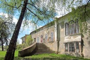 Колись – неймовірний, а зараз – занедбаний палац на Тернопільщині (Фоторепортаж)
