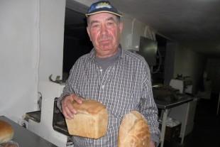 Власна справа Сидорів: хліб, печений на дровах