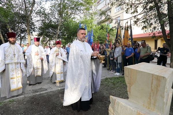 Пам'ятний знак воїнам, що віддали життя за Україну, відкрили у Тернополі