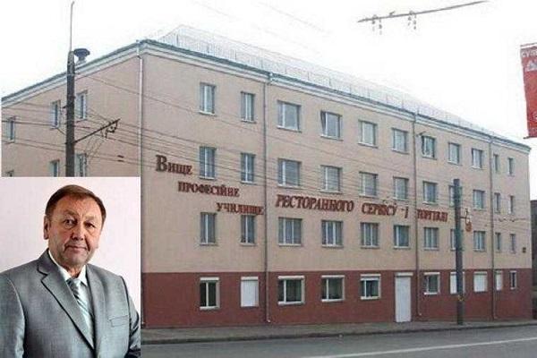 Скандально відомий директор училища відсудив собі посаду