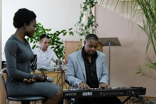 Тернопільська студентка з Африки заспівала «Черемшину» і вразила глядачів (Відео, Фото)