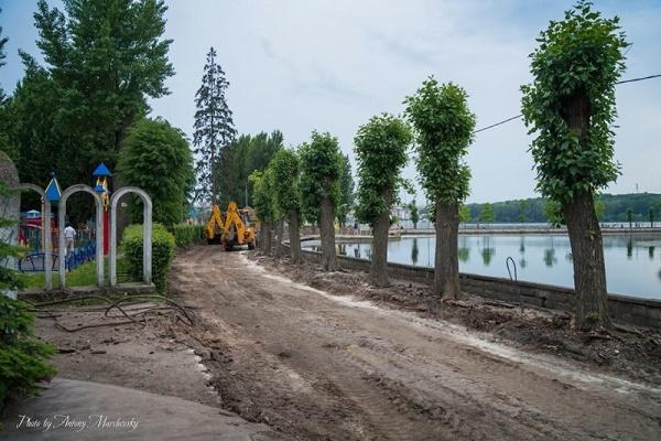 Реконструкцію алей почали навколо острівця «Чайка» у Тернополі