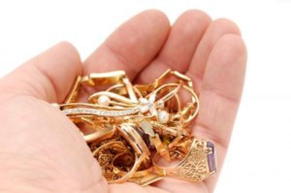 В Шумському районі циганки винесли з чужого помешкання всі золоті прикраси
