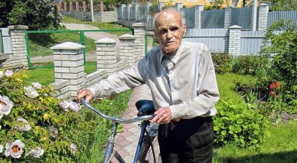Довгожитель Тернопілля Омелян Зварич у 103 роки ходить до церкви