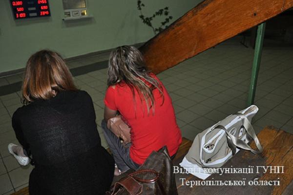 У Тернополі чоловік вербував дівчат для сексуального рабства