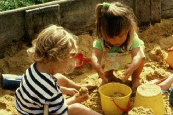 На Тернопільщині у садочку, поки діти спали, няня знімала золоті прикраси