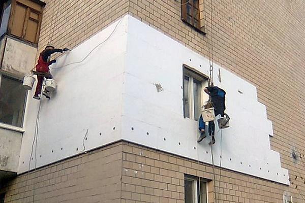Фасади трьох багатоповерхівок утеплюють у Тернополі