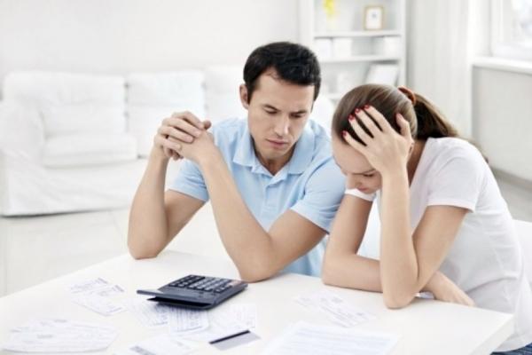 Якщо у сім'ї є заробітчанин – субсидію відберуть